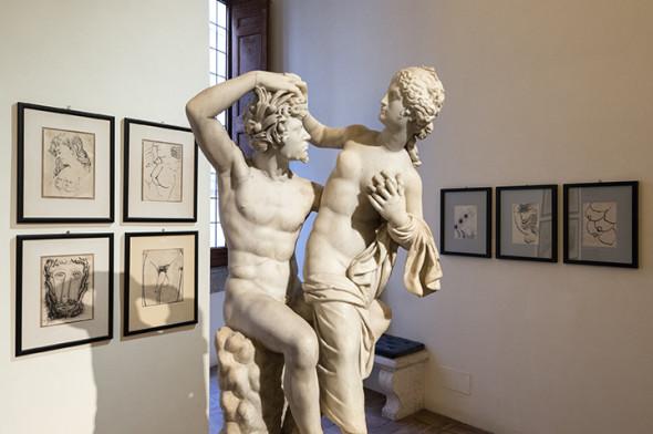 """Museo Nazionale Romano-Palazzo Altemps - ©Electa_ph S. Castellani; Gruppo scultoreo di Pan e Dafni. Disegni della serie """"Erotica"""" di Piero Fornasetti"""
