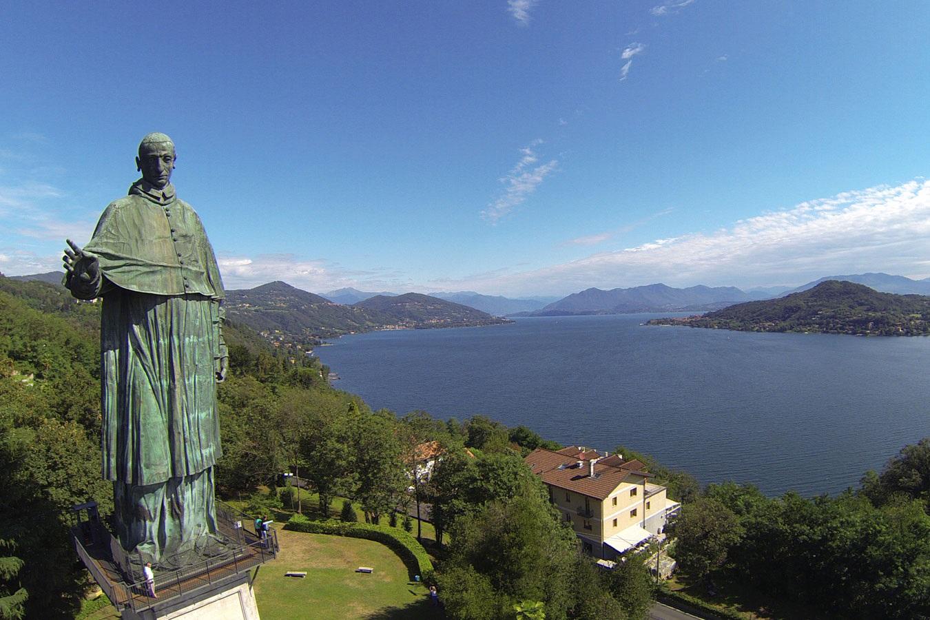 Statua San Carlo Borromeo
