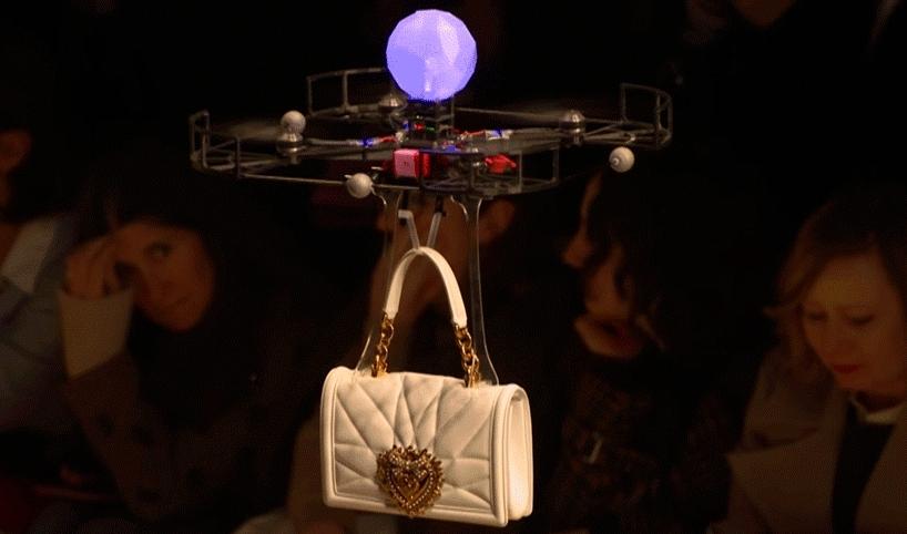 Droni in passerella nella sfilata Dolce & Gabbana a Milano