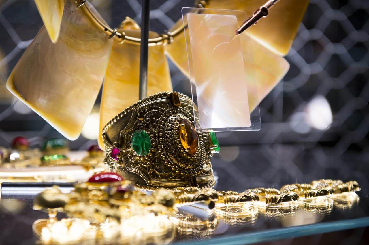 Ferrè Sotto un'altra luce: Gioielli e Ornamenti