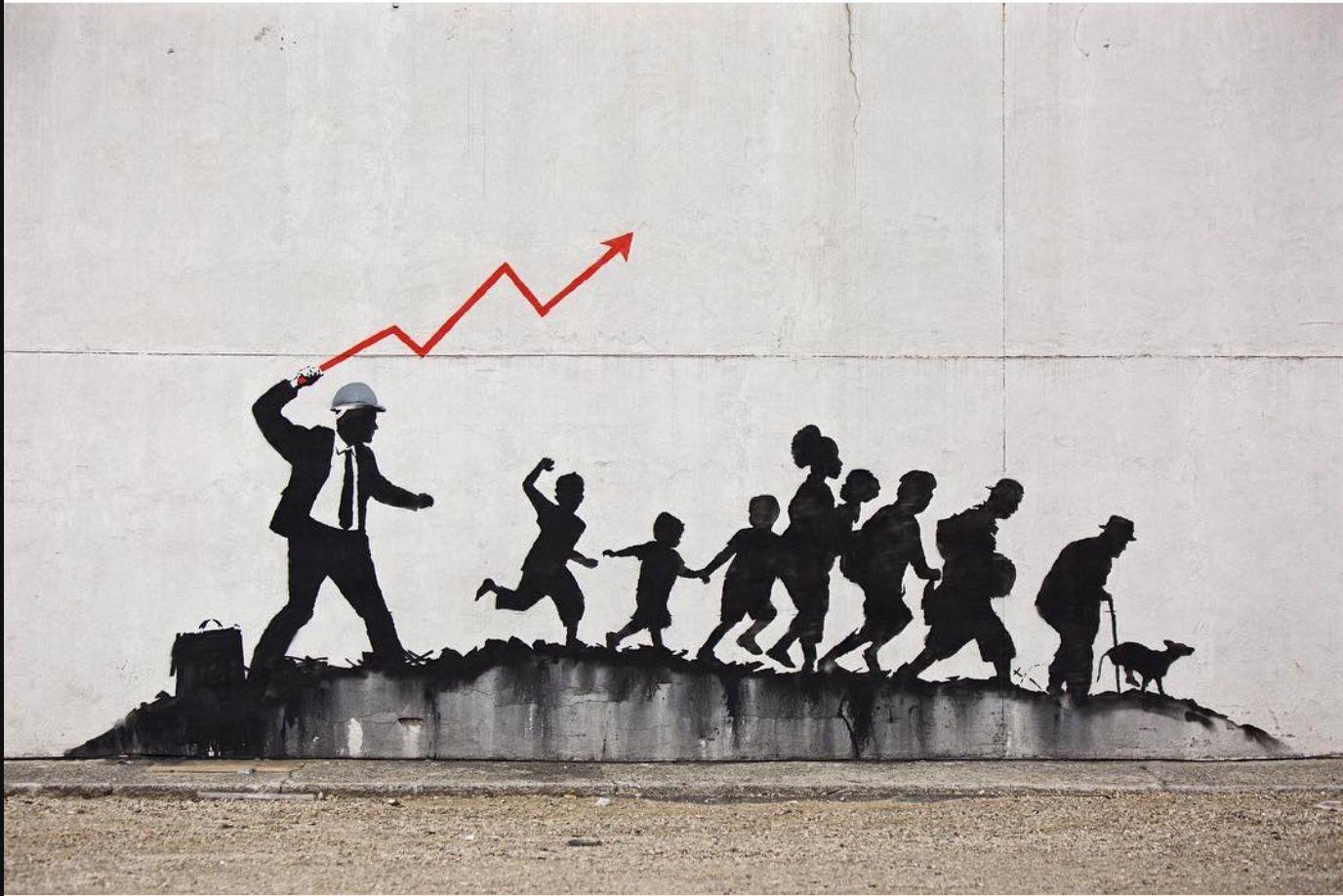 Nuovo lavoro di Banksy a New York raffigurante un businessman che brandisce una freccia grafica e alcune persone cg