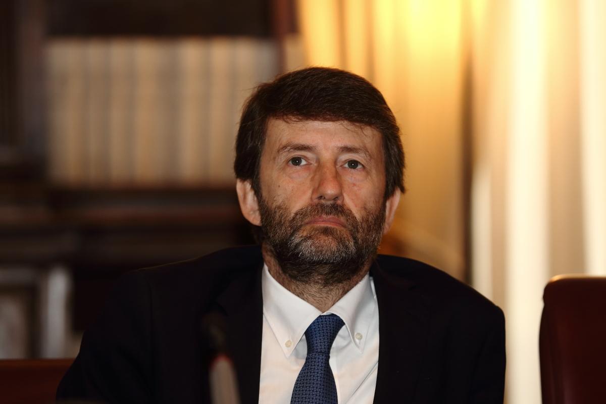 Pensoso e preoccupato Dario Franceschini, ministro dei beni e delle attività culturali