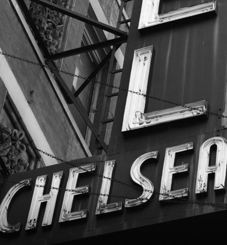 All'asta le porte delle stanze di Warhol, Pollock e altri all'Hotel Chelsea di New York