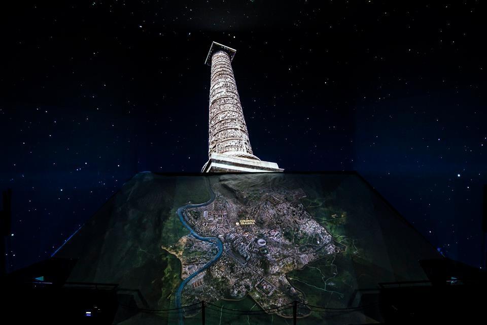 Ricostruzione multimediale della Colonna Traiana nello spettacolo Welcome to Rome