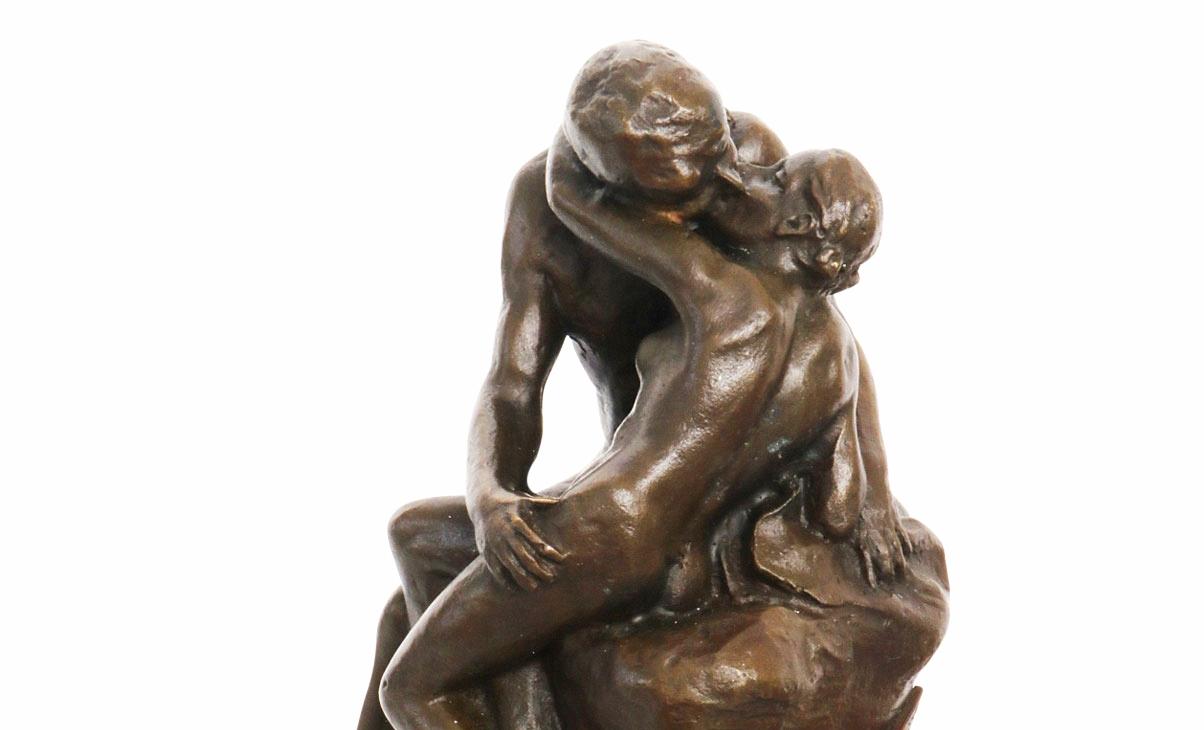 Particolare de Il bacio di Auguste Rodin