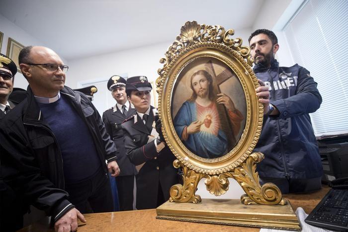 Il clamoroso furto del Sacro Cuore di Gesù: quadro recuperato a tempo di record
