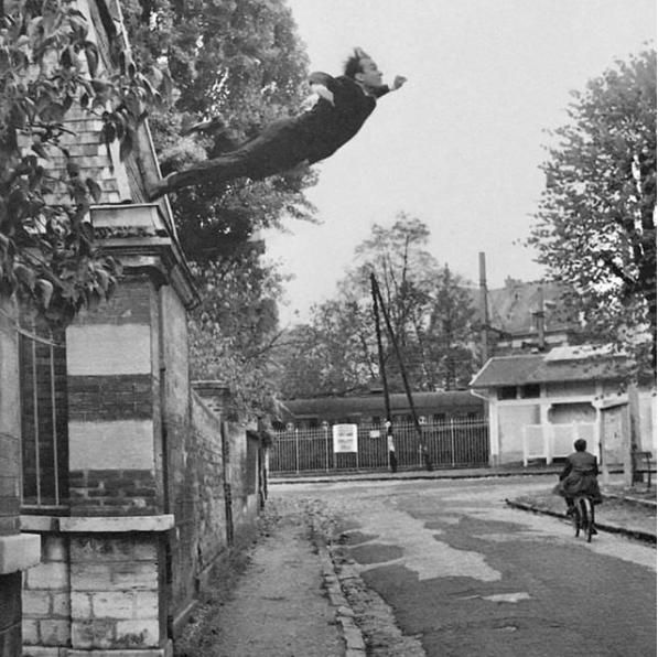 Yves Klein: «il pittore del futuro è un poeta muto»