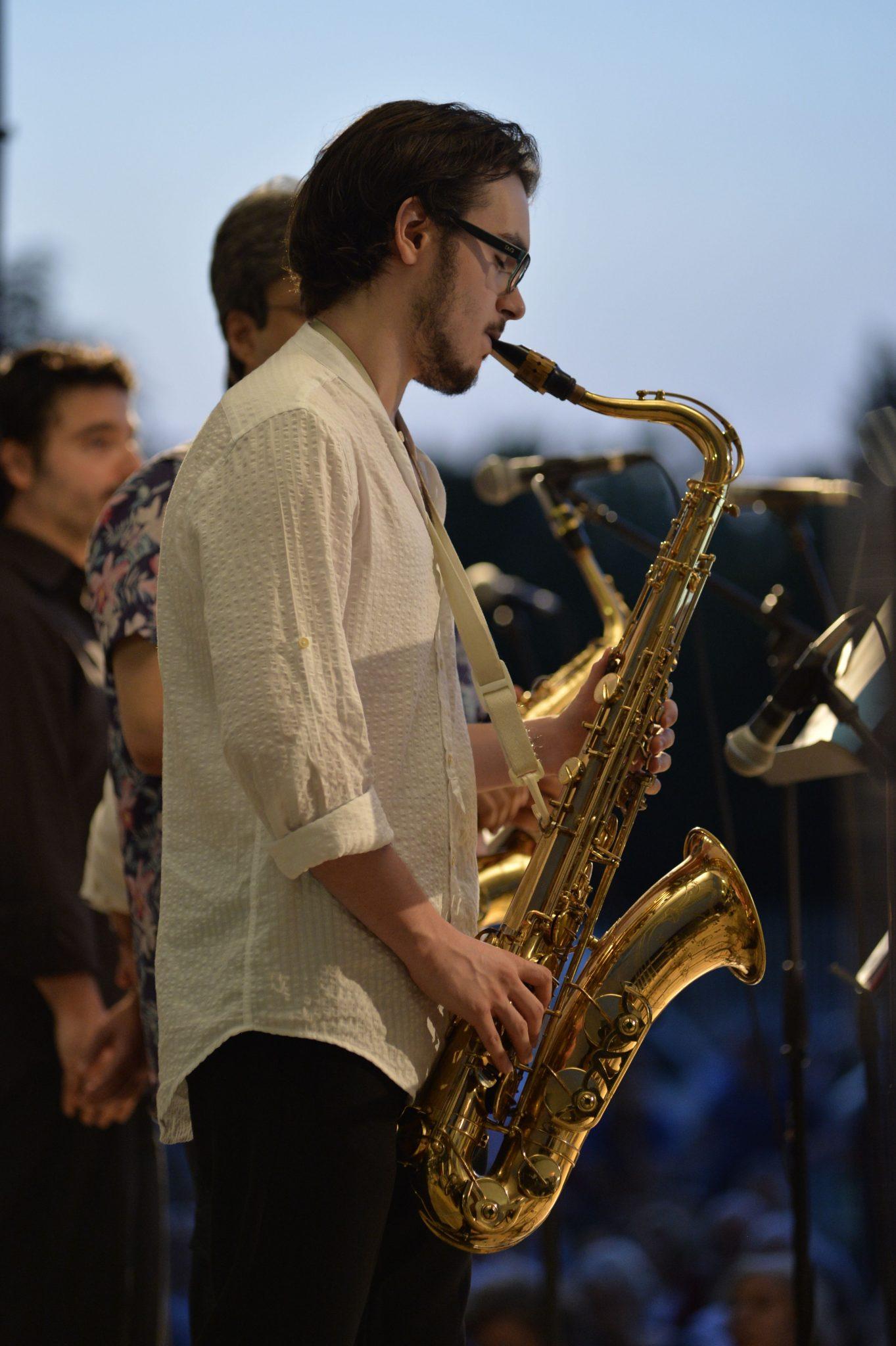 Concerti Jazz ai Bagni Misteriosi. A Milano, estate in musica a bordo piscina