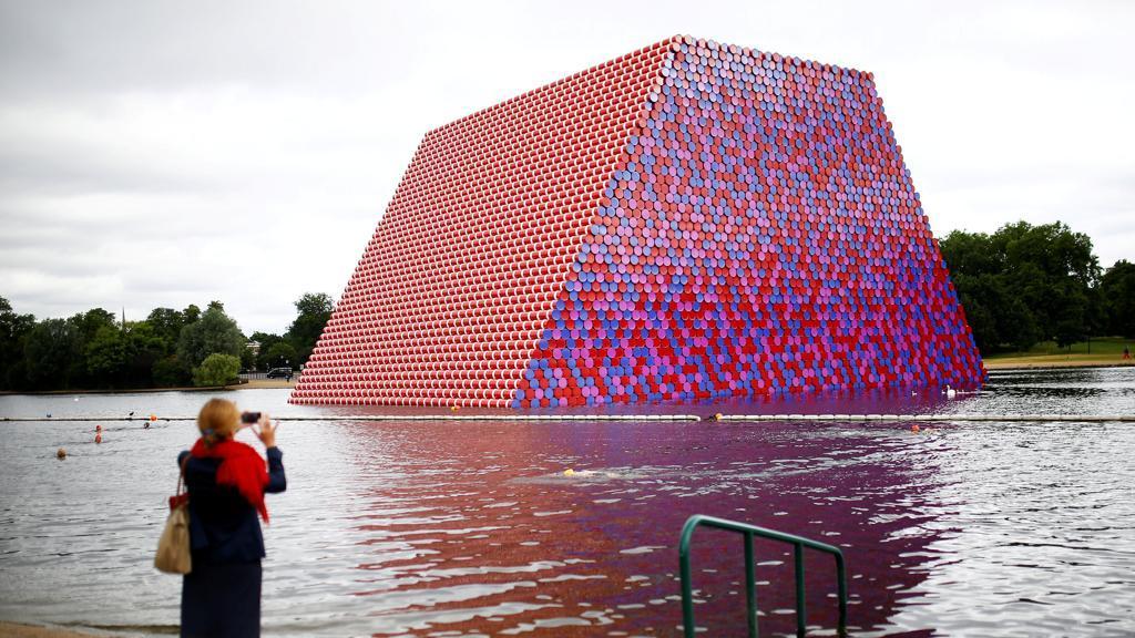 Una mastaba a Hyde Park. Inaugura a Londra il nuovo progetto di Christo