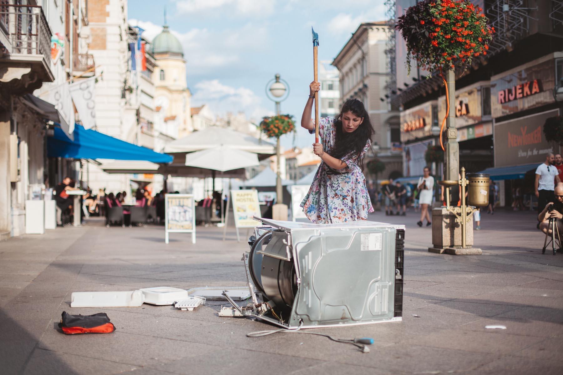 Il miglior artista Giovane Emergente Europeo? È la rom Selma Selman, trionfatrice a Trieste