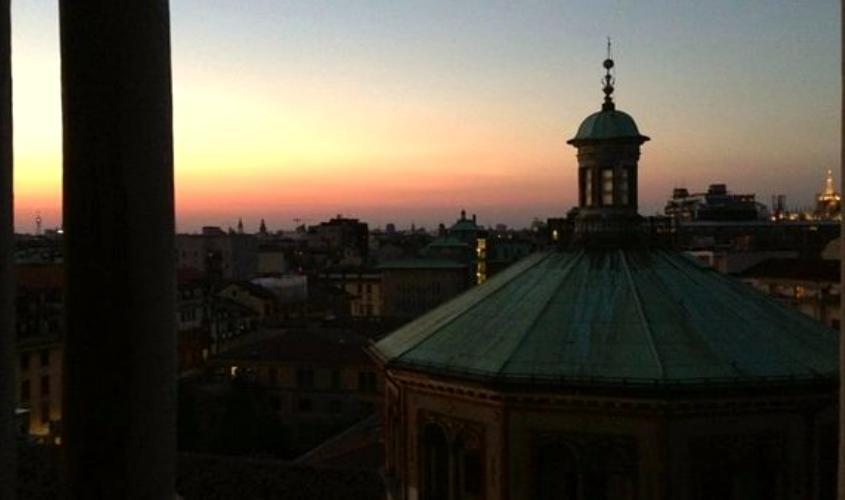 Veduta notturna dal Campanile dei Sospiri presso San Celso, a Milano