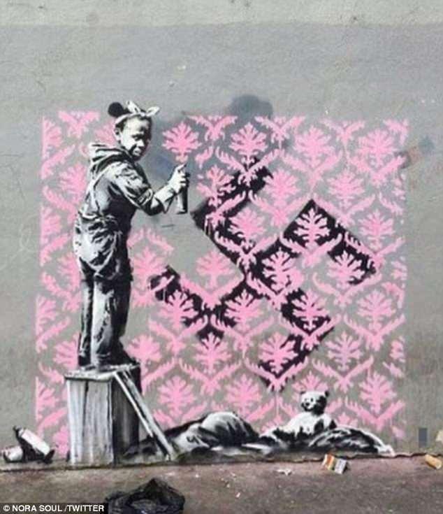 Banksy di nuovo in difesa dei rifugiati. Spuntano 6 murales a Parigi