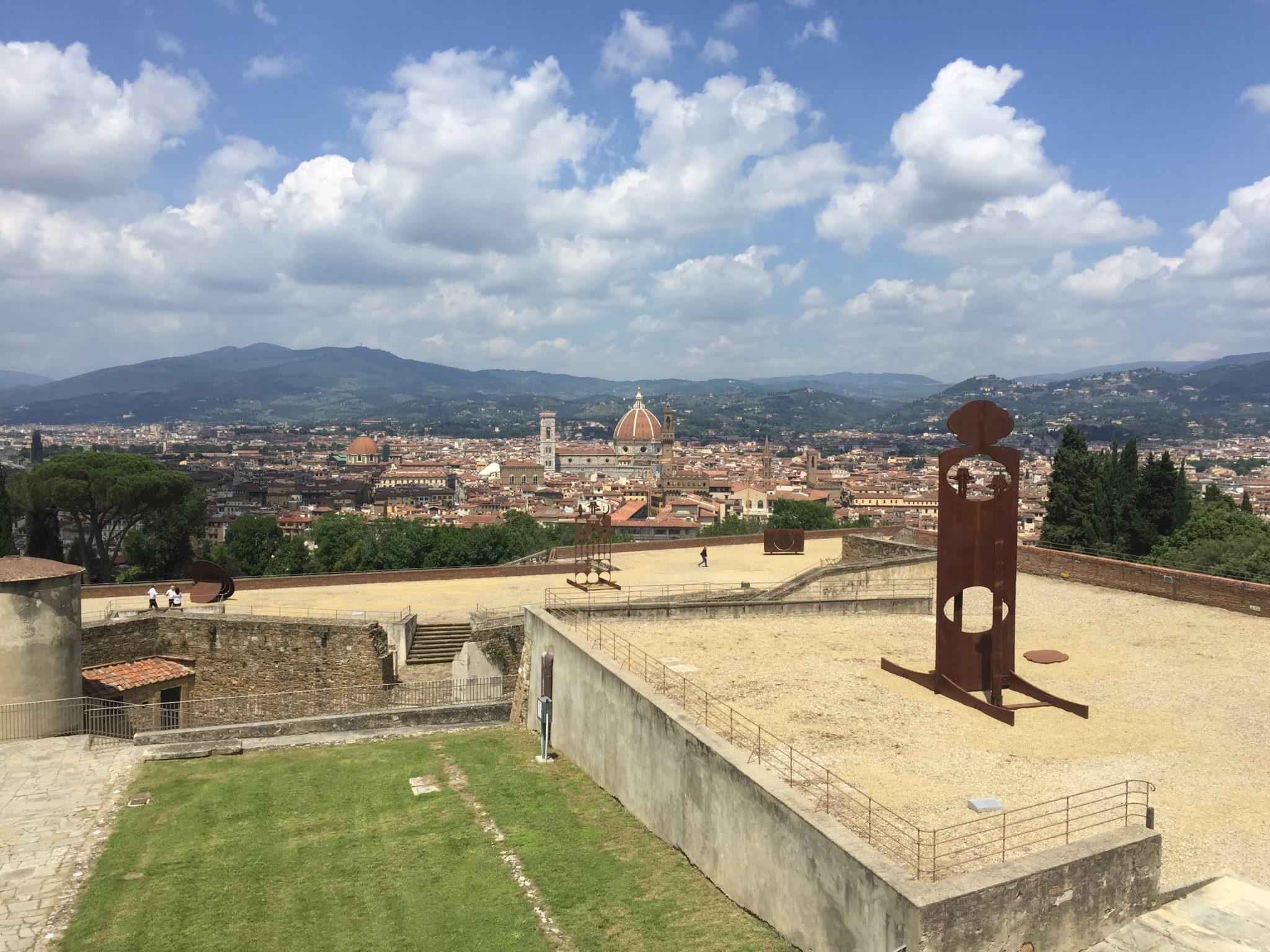Gong: la cosmogonia di Mattiacci risuona al Forte del Belvedere di Firenze