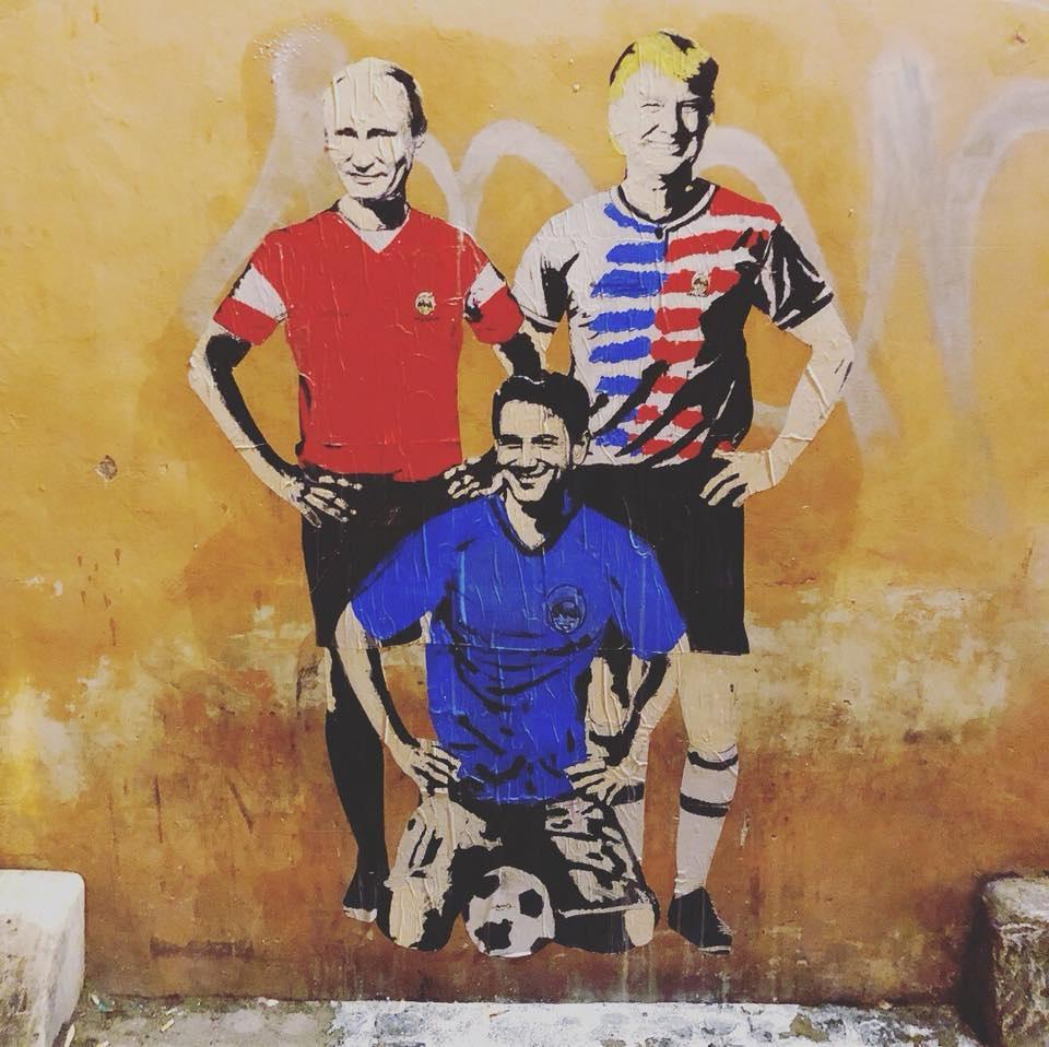 Giuseppe Conte raffigurato come un calciatore del Mondiale con Trump e Putin