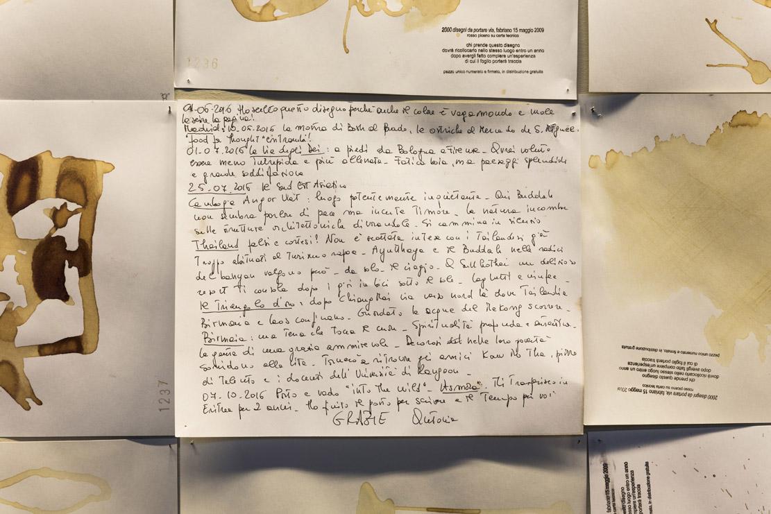 Cesare Pietroiusti, Duemila disegni da portare via, 2009. Installation view (4)