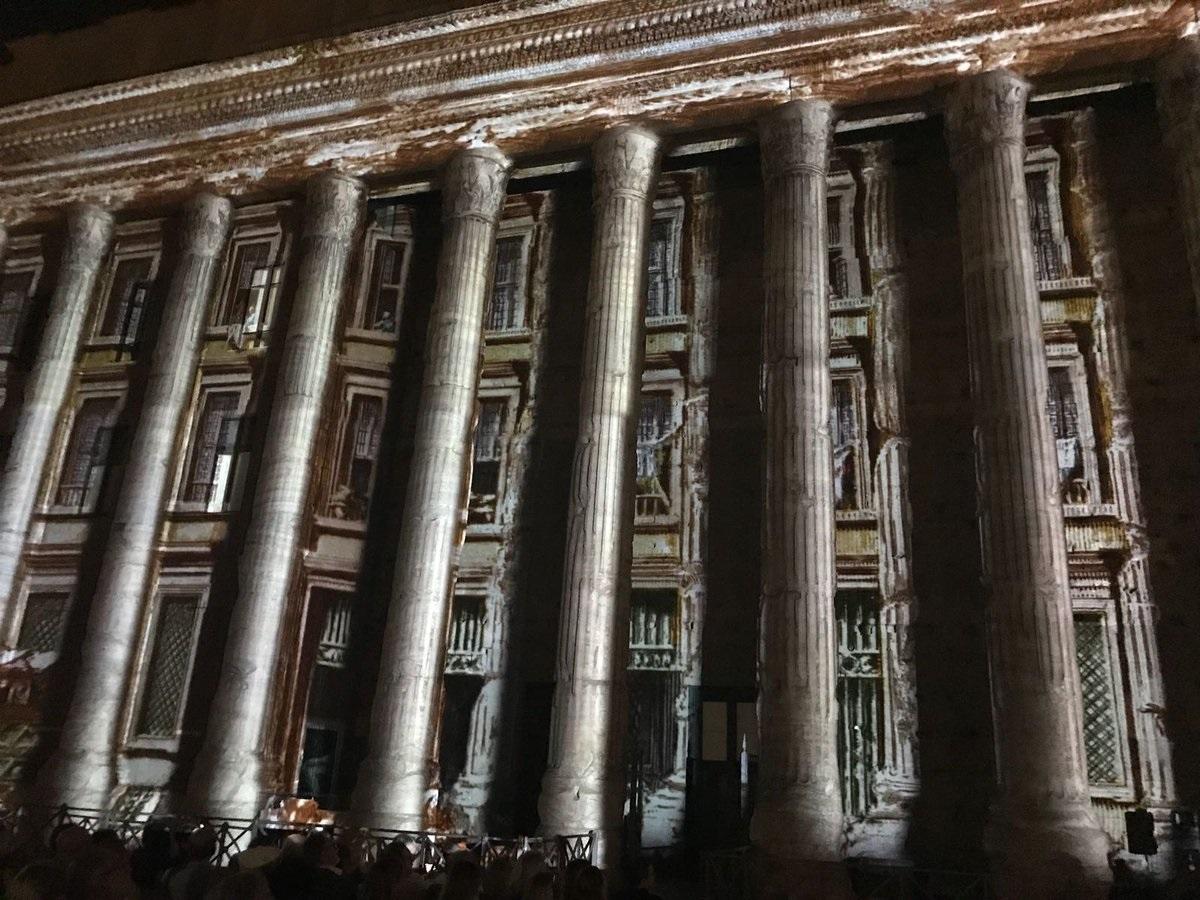 Spettacolo di luci e suoni sul colonnato del Tempio di Adriano
