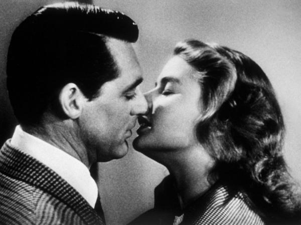 Il bacio di Cary Grant e Ingrid Bergman nel film Notorious
