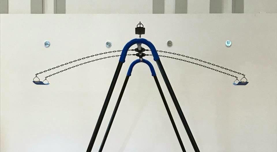 Un particolare di Fair and Square, l'opera dell'artista Sean Matthews prima del danneggiamento
