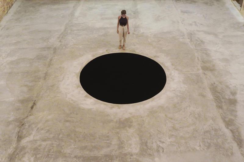 La caduta nel Limbo di Kapoor è solo una tappa nel viaggio dell'arte verso l'inferno