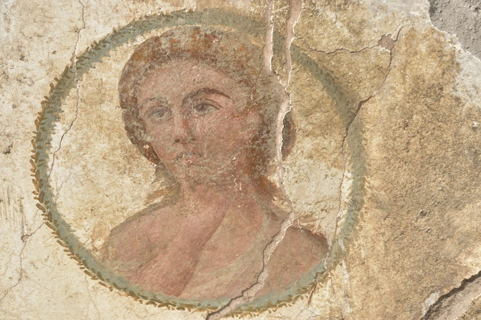 volto di donna emerso nei nuovi scavi di Pompei