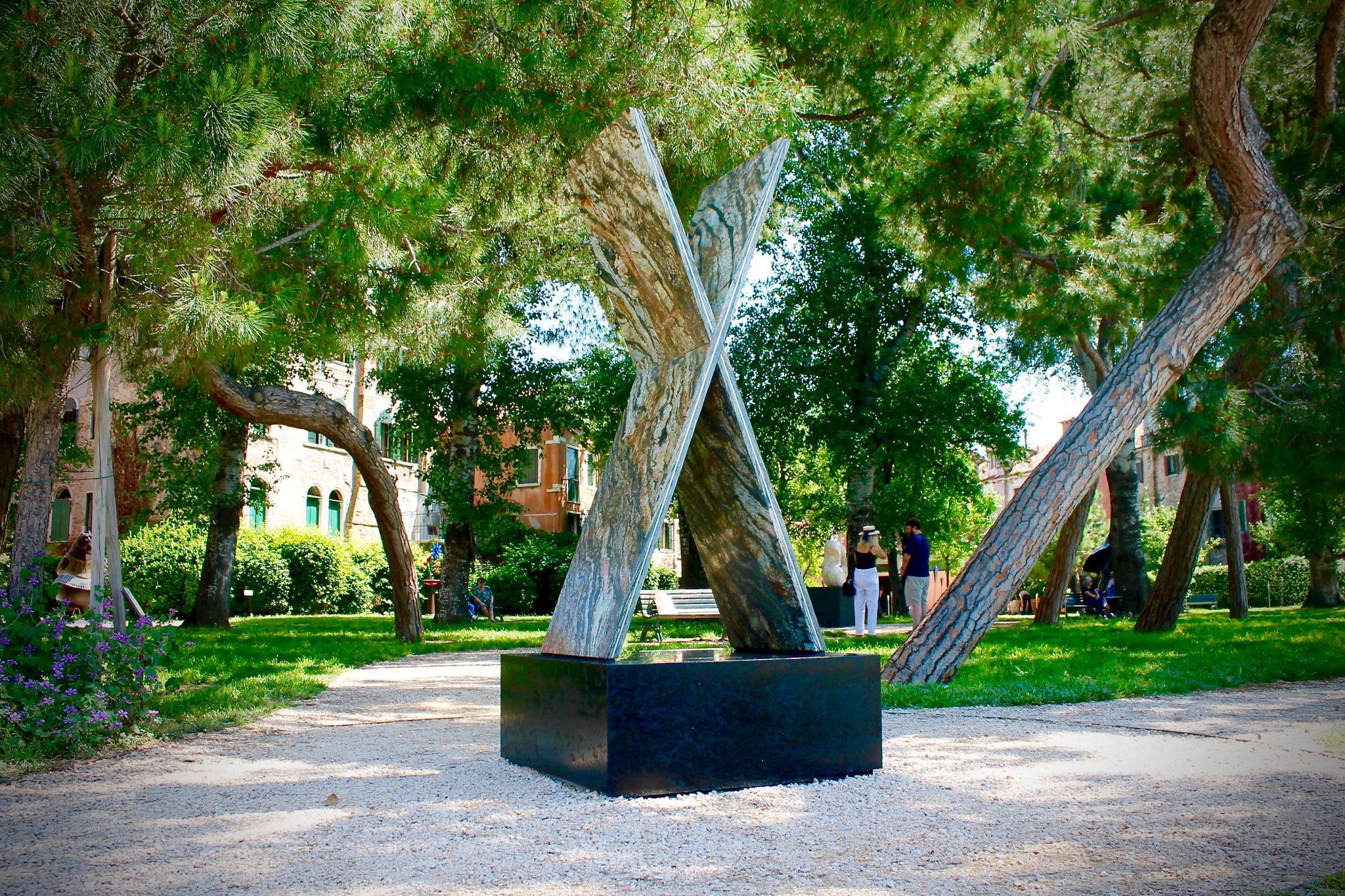 Zealandia a Venezia. La grande X di Gill Gatfield ai Giardini Marinaressa