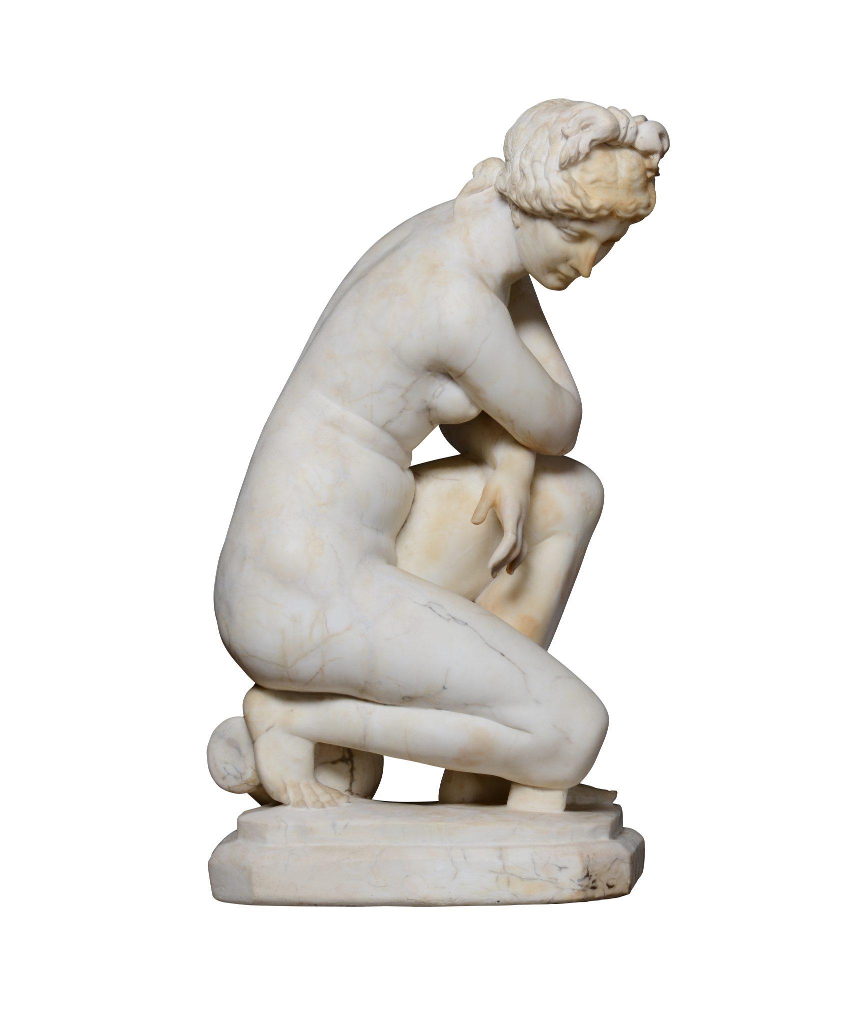 Lotto 280 (181328) Venere accovacciata in marmo bianco. Scultore neoclassico del XVIII-XIX secolo altezza cm 78 Stima € 4.000-4.500