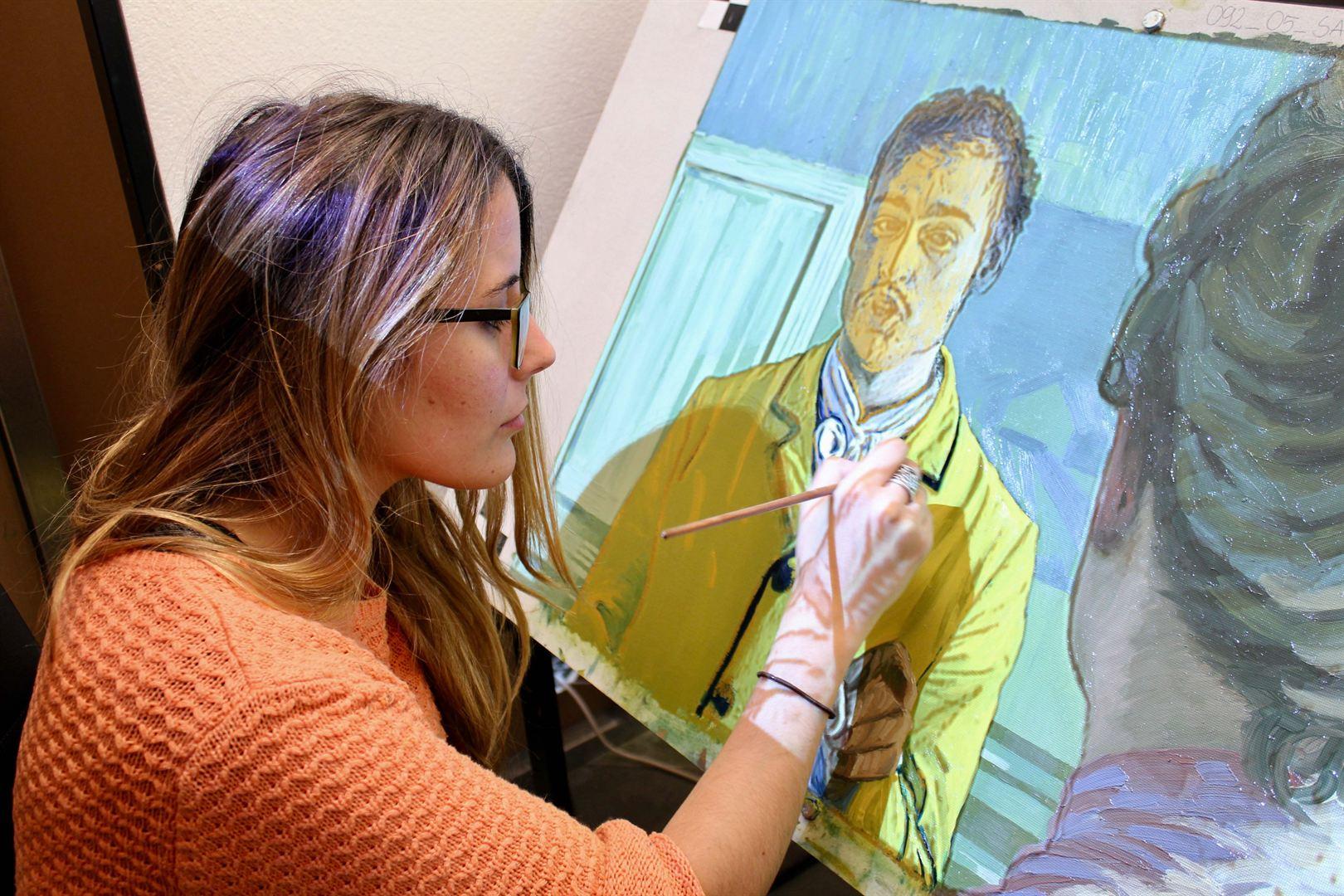 Proiezione e pittura su tela della scena in Casa Gachet - Foto courtesy © Sara Calderón