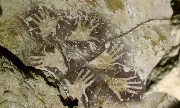 I manufatti artistici scoperti in una grotta indonesiana