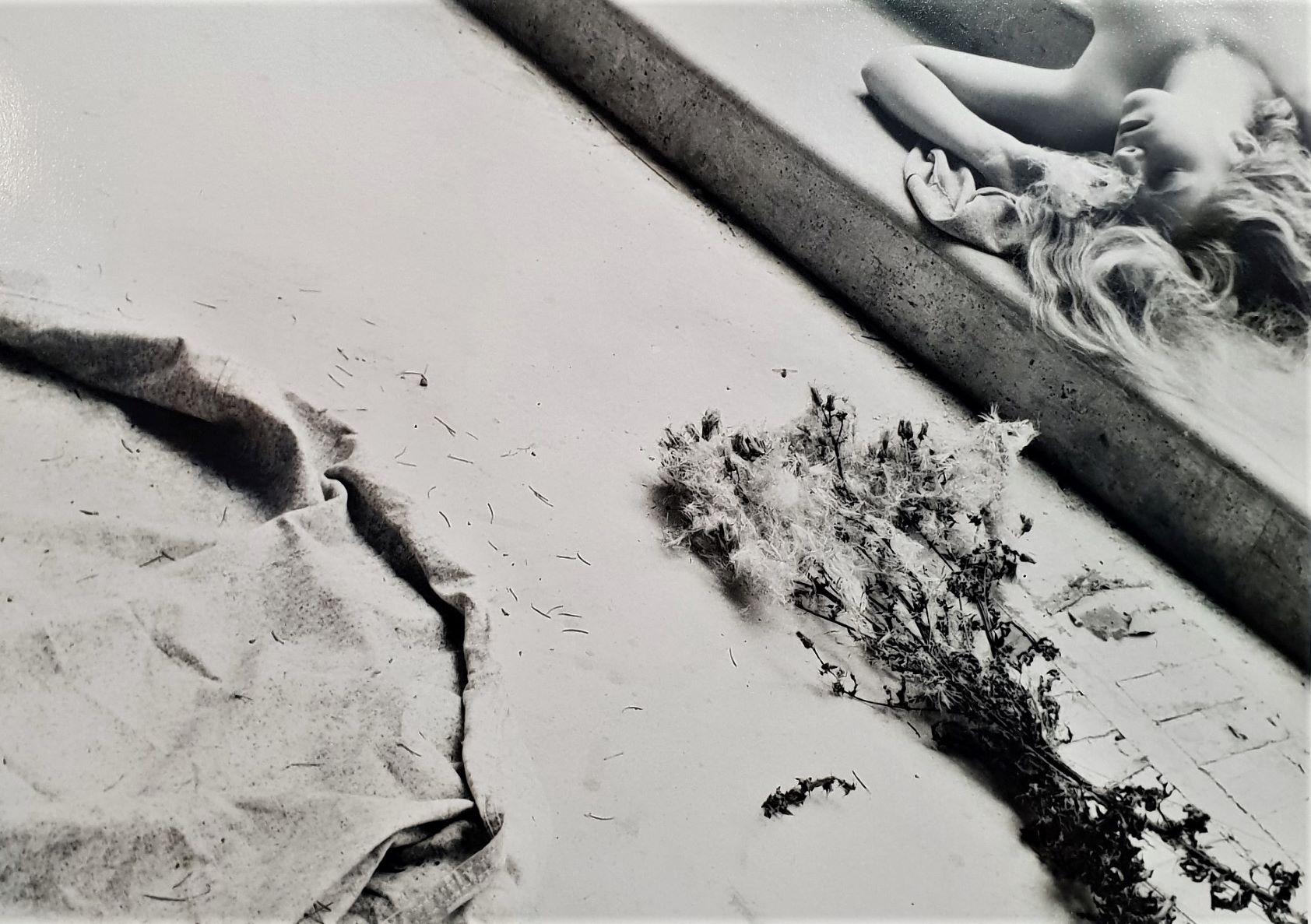 Dettaglio di fotografia di Francesca Woodman da Victoria Miro