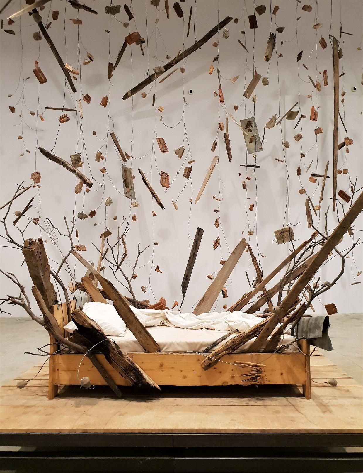 """La potenza evocativa del sogno. Il """"lampo"""" di Petrit Halilaj alla Fondazione Merz di Torino"""