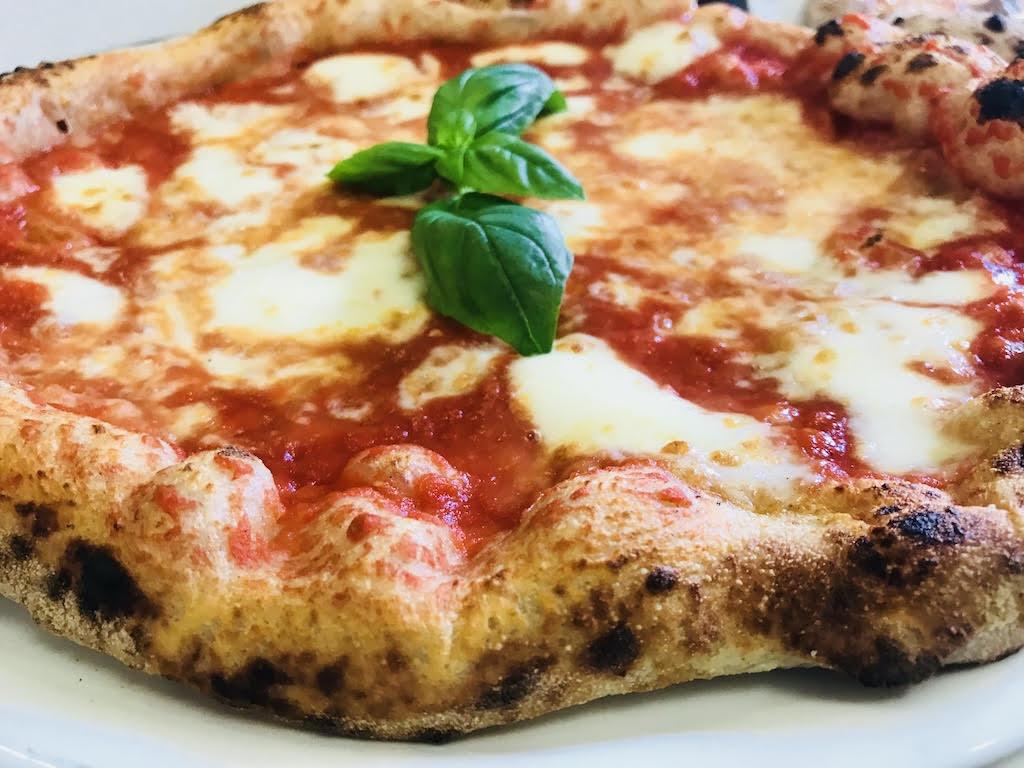 Pizzeria 0.81. Pizza napoletana verace con tratti gourmet