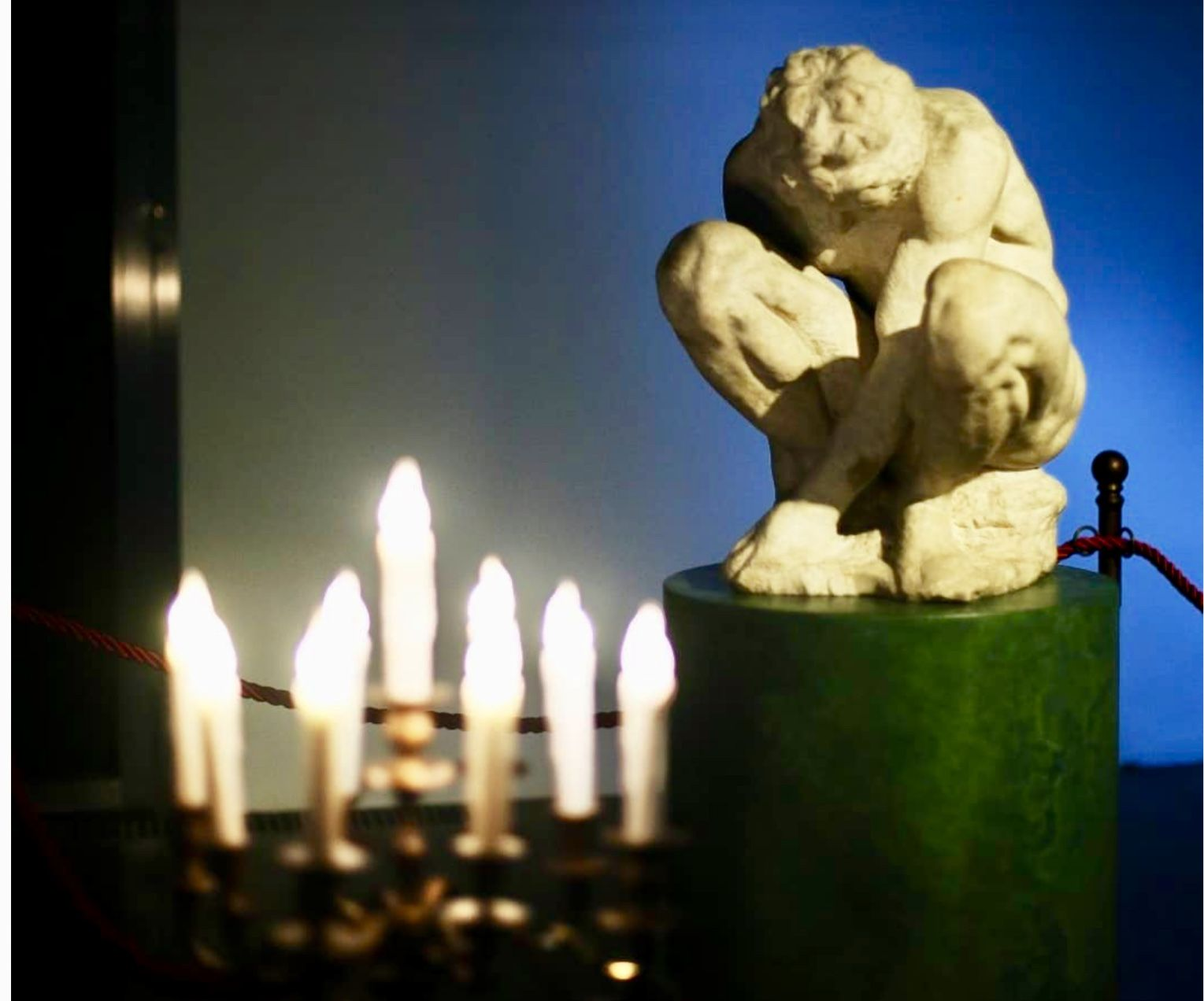 Statua accovacciata di Michelangelo