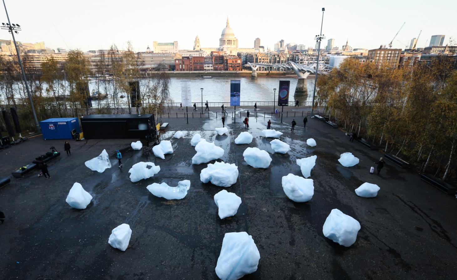Ice Watch, di Olafur Eliasson, davanti alla Tate Modern, Londra