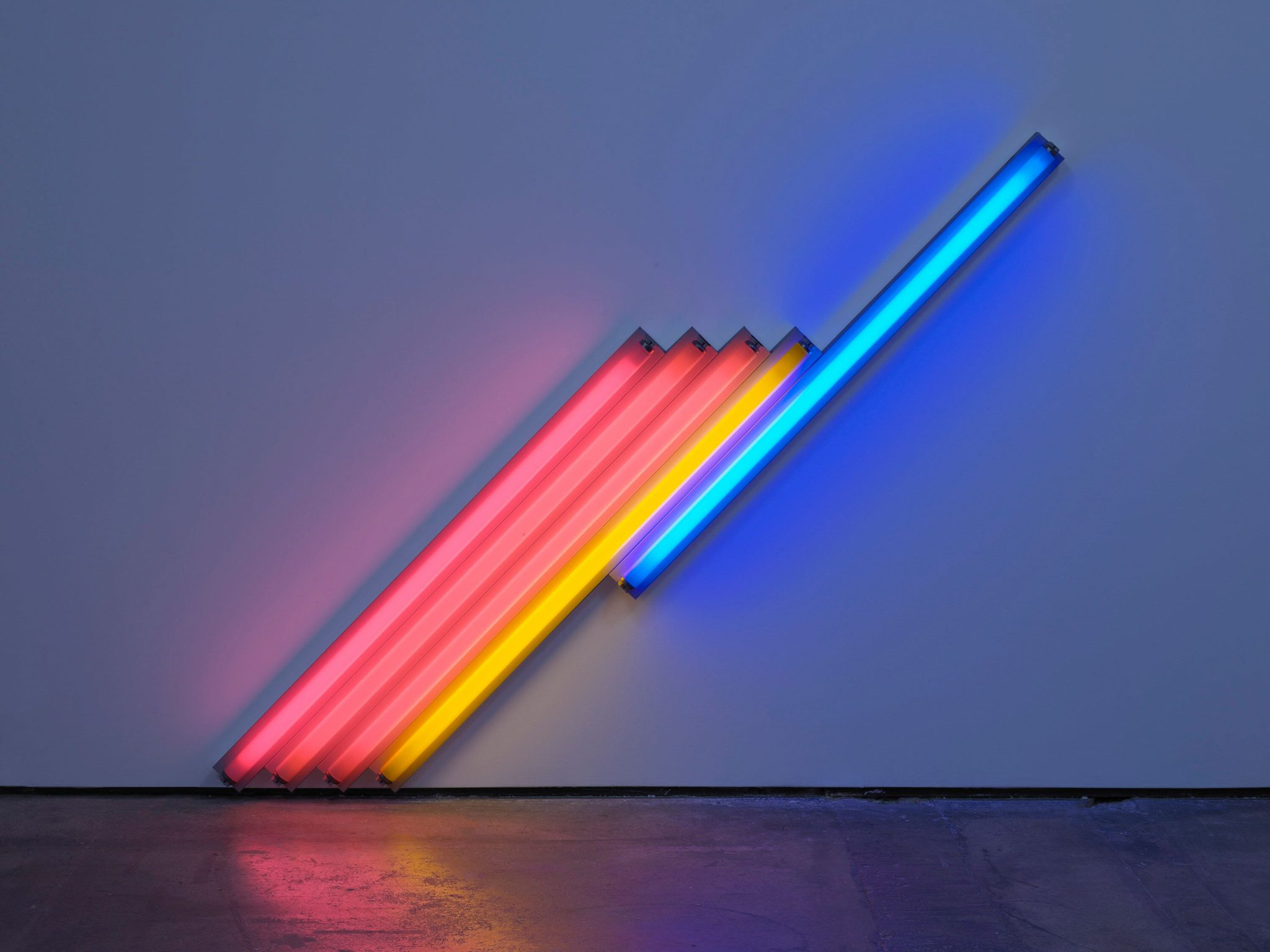 Colore, luce, spazio. Le opere fluorescenti di Dan Flavin, a Milano