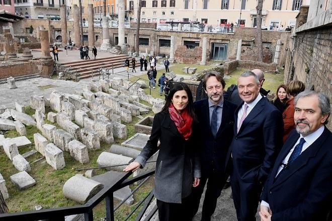 La Sindaca Raggi, il Vice Sindaco Bergamo e il sovrintendente Presicce a Torre Argentina