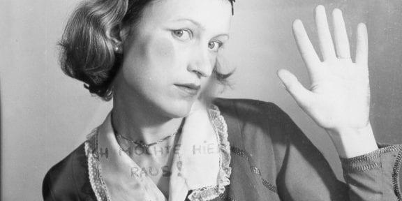 Birgit Jürgenssen GAMeC 2019, Ich möchte hier raus! / Voglio uscire di qui! , 1976,