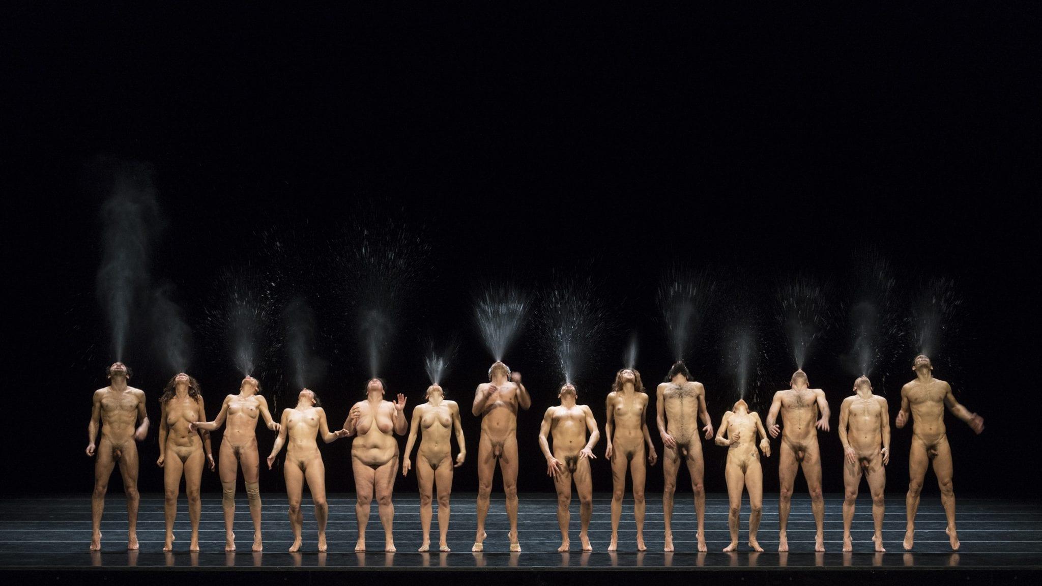 Nudità liberatoria in Bestie di Scena di Emma Dante