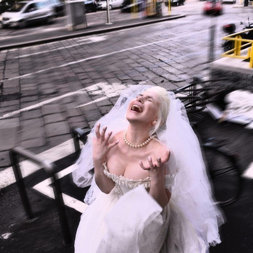 Biondologia, il nuovo album di Romina Falconi
