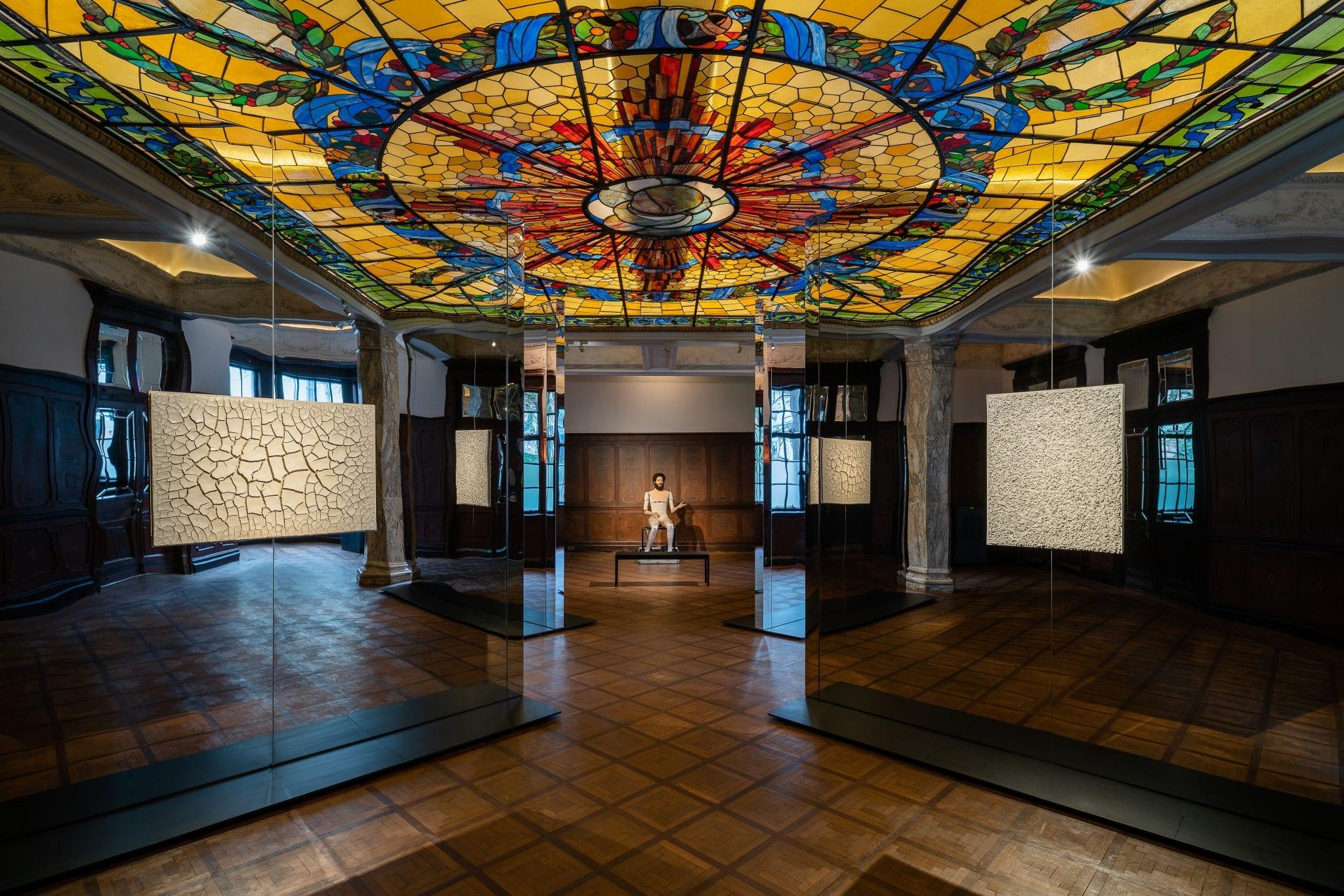 """""""What Was I?"""" La distopia artistica di Goshka Macuga da Fondazione Prada, Shanghai"""