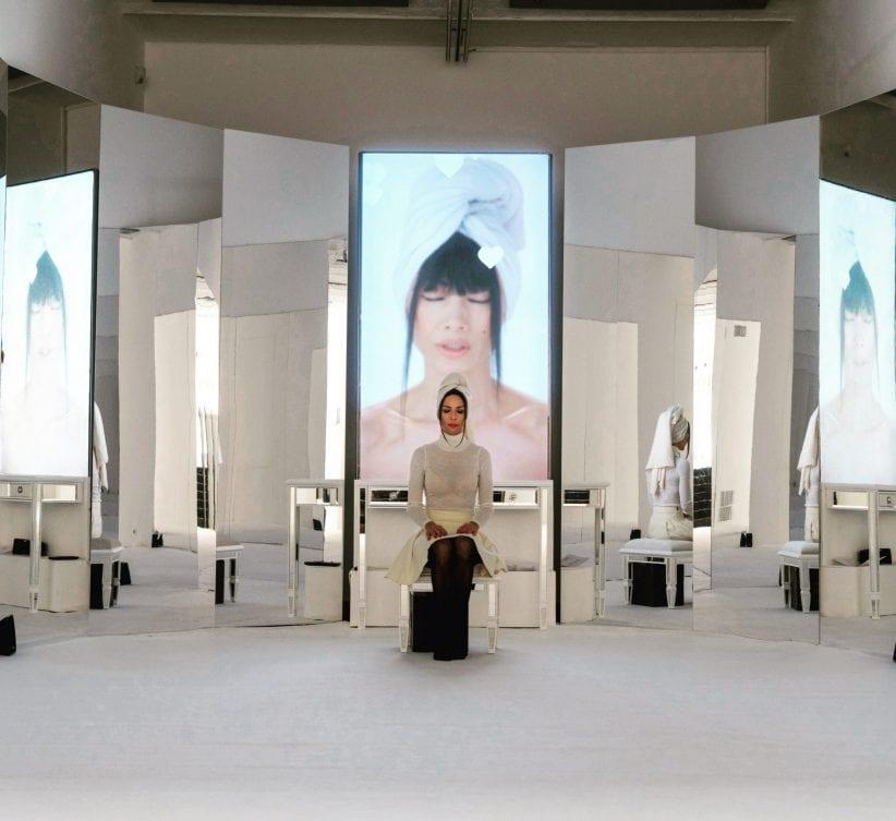"""#SELFIEADARTE """"Mi ci rispecchio"""" #SophiaAlMaria Mirror Cookie (2018) Project Room #10 @FondazioneArnaldoPomodoro #CloePerrone #Milano @CleliaPatella"""