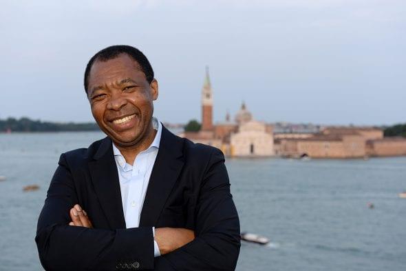 E' morto Okwui #Enwezor, il curatore della Biennale di Venezia 2015. Aveva solo 55 anni