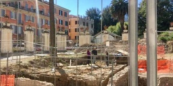 ritrovamento di anfore nel giardino di Palazzo Corsini