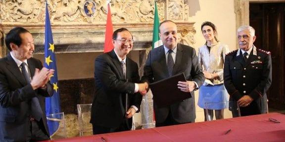 Alberto Bonisoli, ha incontrato il Ministro della Cultura della Repubblica Popolare Cinese, Luo Shugang.