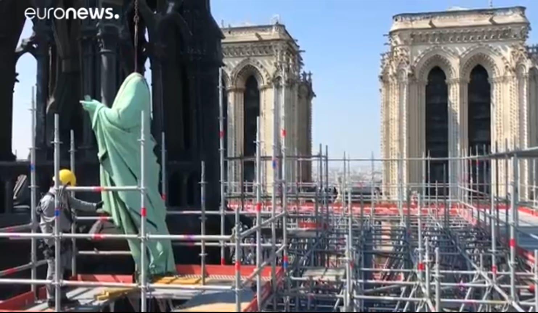Disastro Notre-Dame. Le statue protettrici rimosse 3 giorni fa. Un triste presagio?