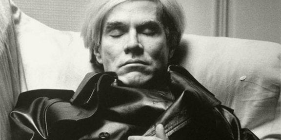 Andy Warhol ritratto da Newton per Vogue Uomo, 1974 © Helmut Newton Foundation, Berlin