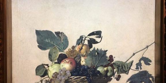 L'edizione digitale su monitor della Canestra di frutta di Caravaggio