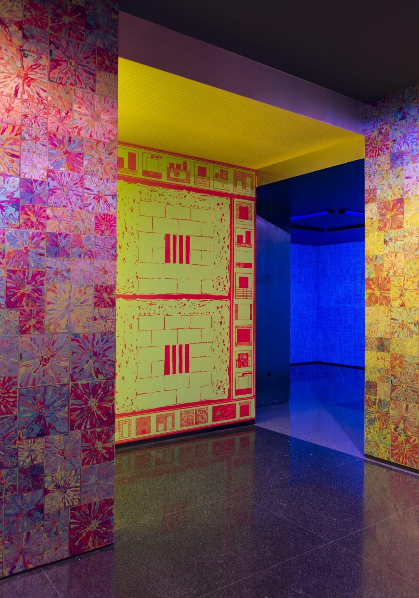 Profumo di Biennale: gli ambienti fluorescenti di Peter Halley arrivano a Venezia