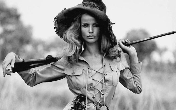 Asta fashion di Bertolami Fine Art: un'antologia di storia della moda del '900