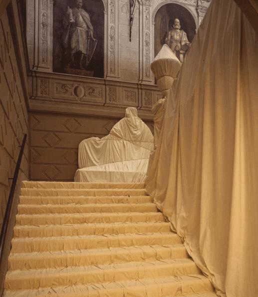 Christo & Jeanne-Claude Scalone d'onore Palazzo Bricherasio, Torino, 1998 Copyright Wolfang Volz 1998