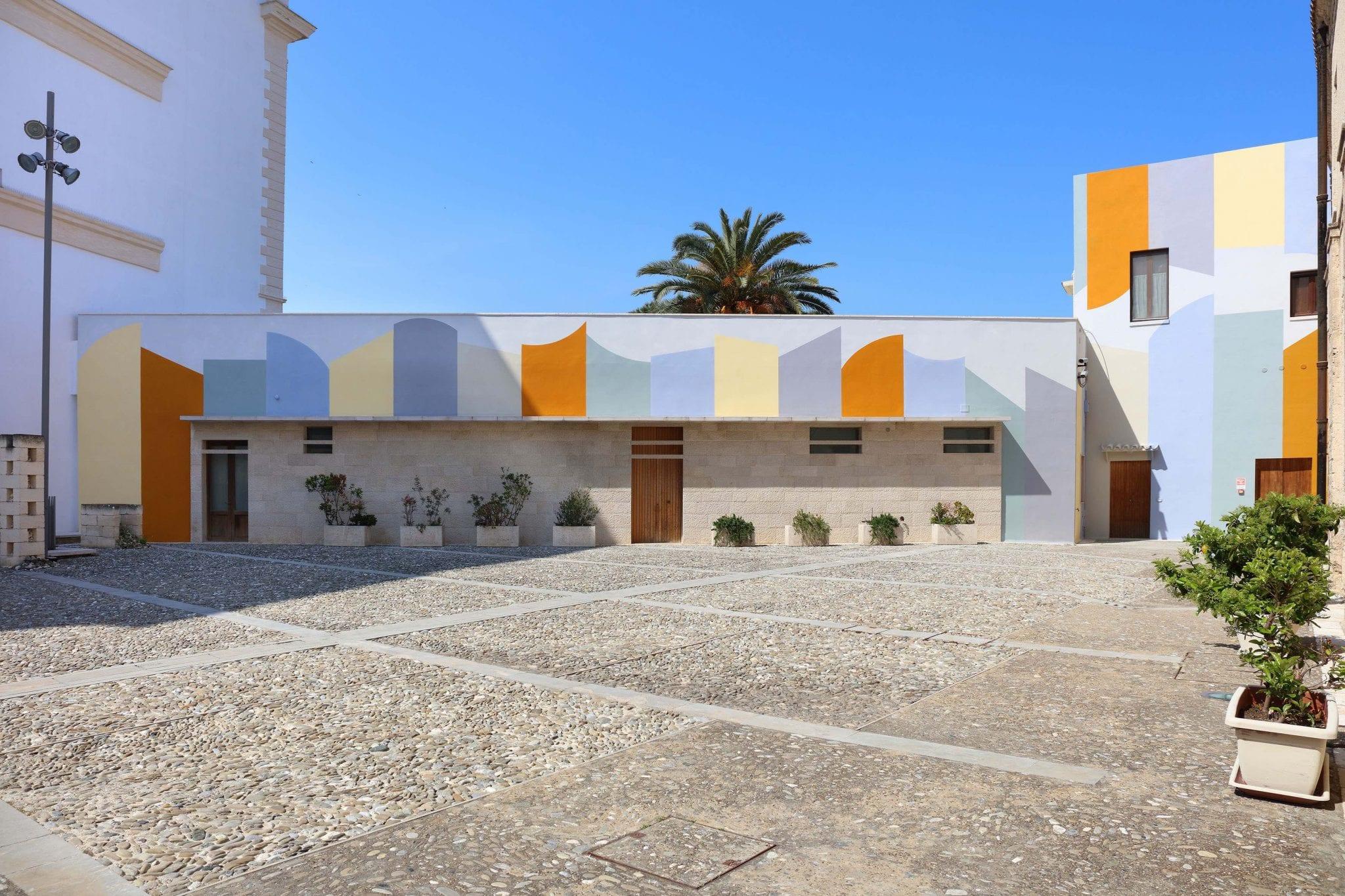 Geometrie pastello sui muri. La bellissima opera pubblica di David Tremlett a Bari